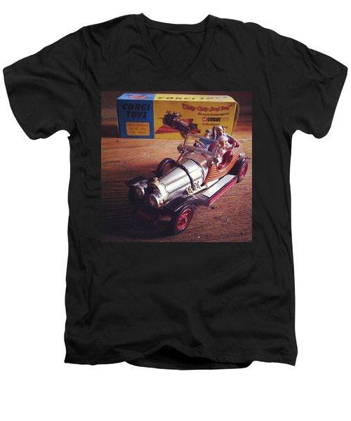 Chitty Chitty Bang Bang Corgi Toy Men's V-Neck T-Shirt