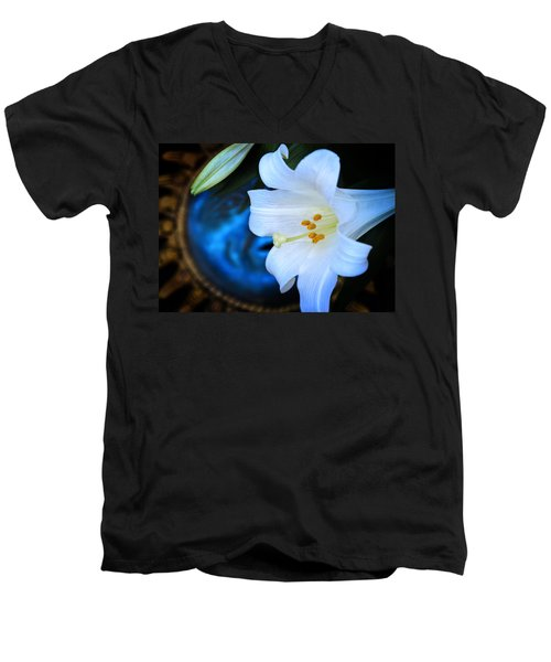 Men's V-Neck T-Shirt featuring the photograph Eclipse With A Lily by Steven Sparks