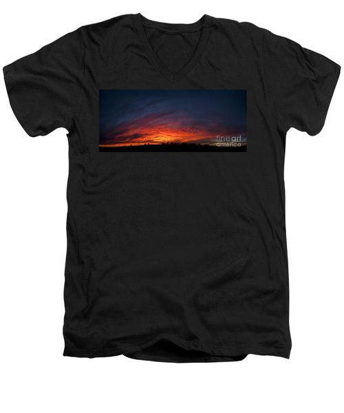 Expansive Sunset Men's V-Neck T-Shirt