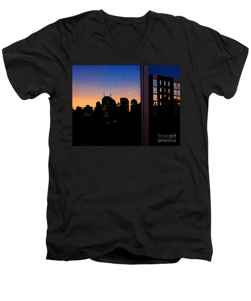 New York Reflections Men's V-Neck T-Shirt