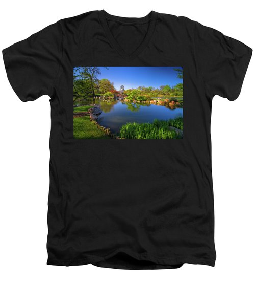 Osaka Garden Pond Men's V-Neck T-Shirt