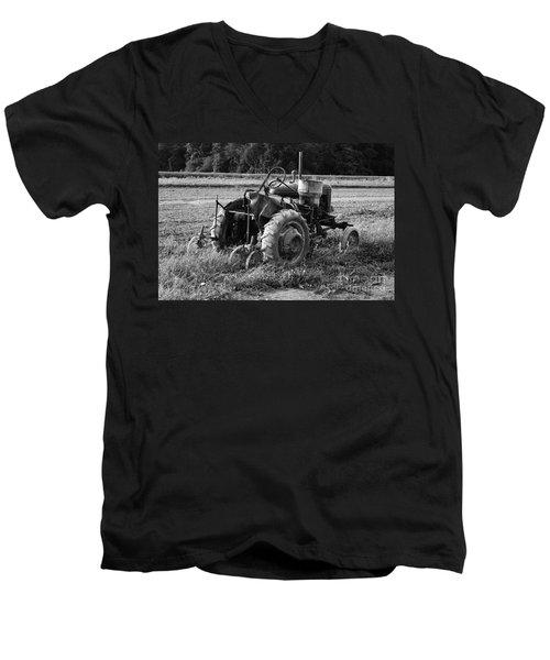 Men's V-Neck T-Shirt featuring the photograph Peach Glen Pennsylvania 2 by Tony Cooper