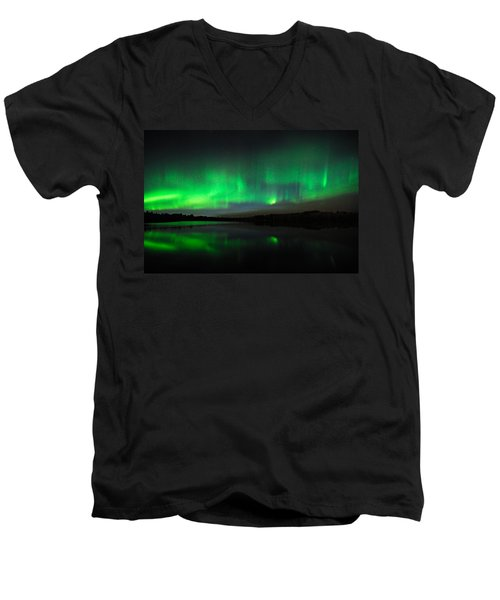 Tofte Lake Aurora Men's V-Neck T-Shirt