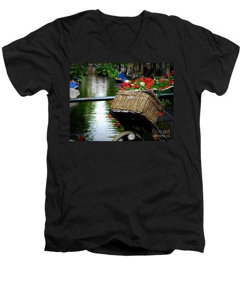 Wicker Bike Basket With Flowers Men's V-Neck T-Shirt