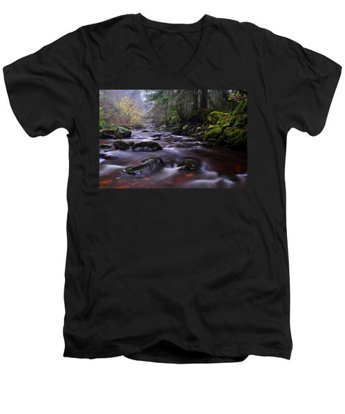 Reelig Glen Men's V-Neck T-Shirt