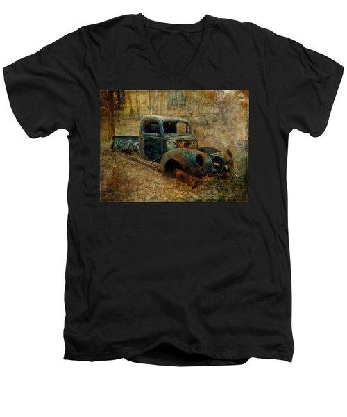 Resurrection Vintage Truck Men's V-Neck T-Shirt