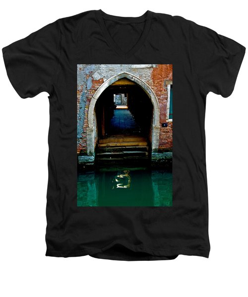 Canal Entrance Men's V-Neck T-Shirt