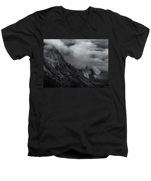 Yosemite Valley Panorama In Black And White Men's V-Neck T-Shirt
