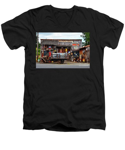 1930s Gas Station And Garage Men's V-Neck T-Shirt