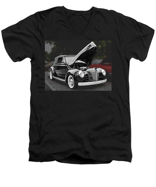 1940 Ford Deluxe Automobile Men's V-Neck T-Shirt