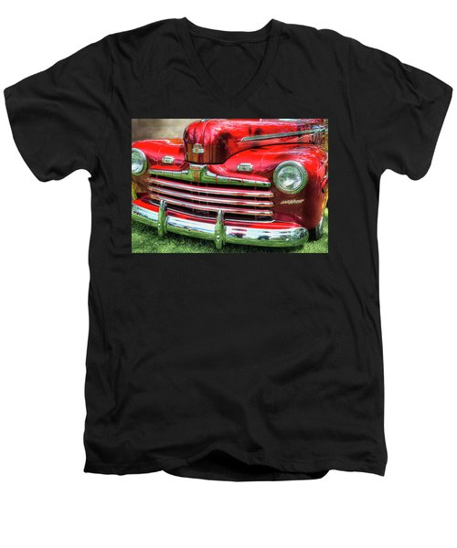 1946 Ford 2 Door Super De Luxe Coupe Men's V-Neck T-Shirt
