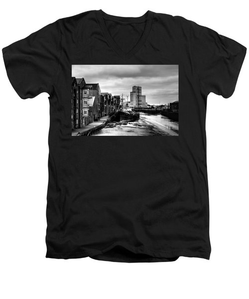 River Hull Men's V-Neck T-Shirt