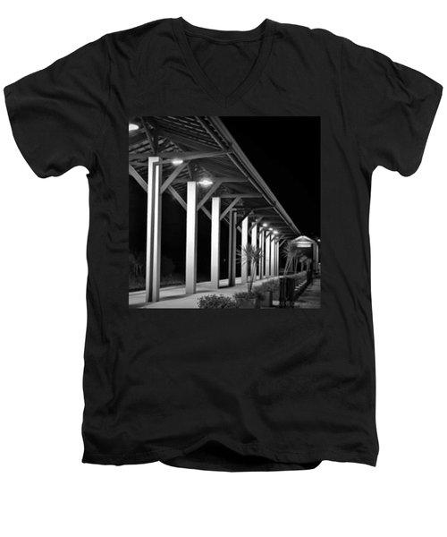 a Plataforma Das Saudades - Men's V-Neck T-Shirt