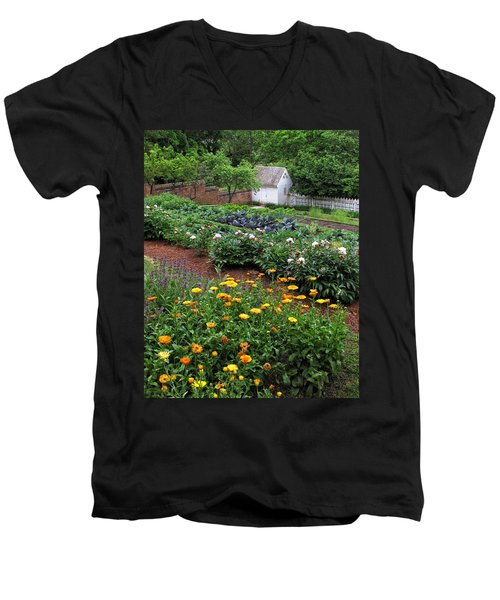 A Williamsburg Garden Men's V-Neck T-Shirt