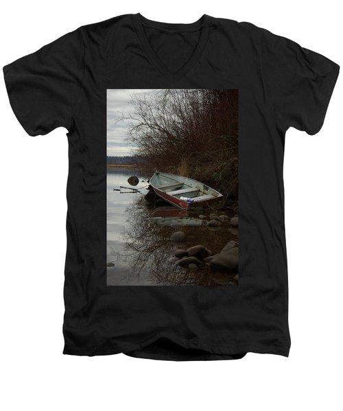 Abandoned Boat Men's V-Neck T-Shirt