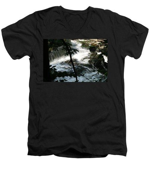 Africa 2 Men's V-Neck T-Shirt