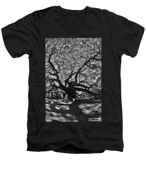 Angel Oak Johns Island Black And White Men's V-Neck T-Shirt
