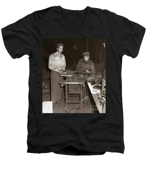 Anthracite Coal Artist  Charles Edgar Patience On Right  1906-1972 In Studio 1953    Men's V-Neck T-Shirt