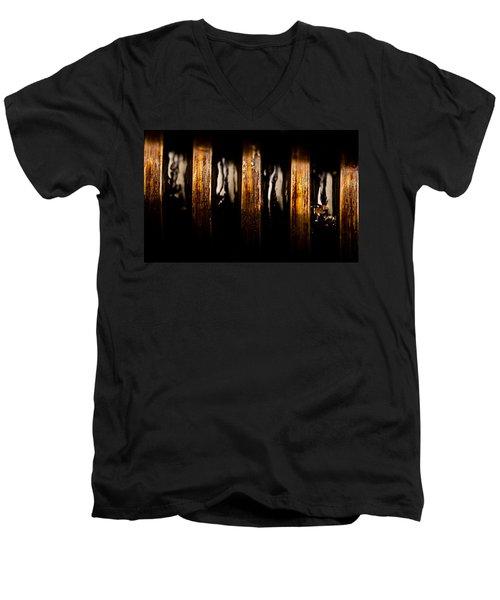 Antique Vise Worm Gear Men's V-Neck T-Shirt