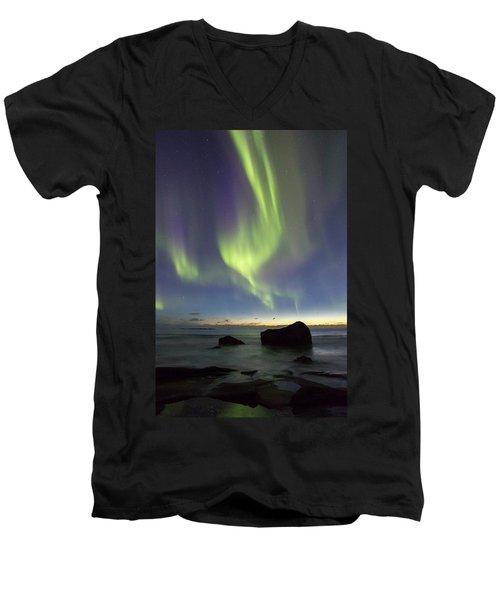 Aurora At Uttakleiv Men's V-Neck T-Shirt