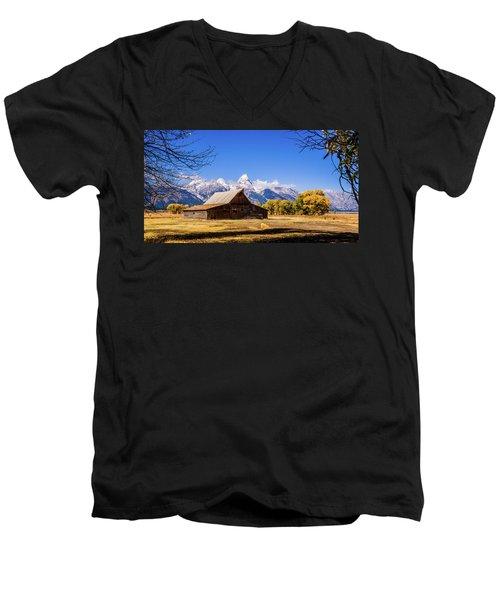 Autumn At Moulton Barn Men's V-Neck T-Shirt