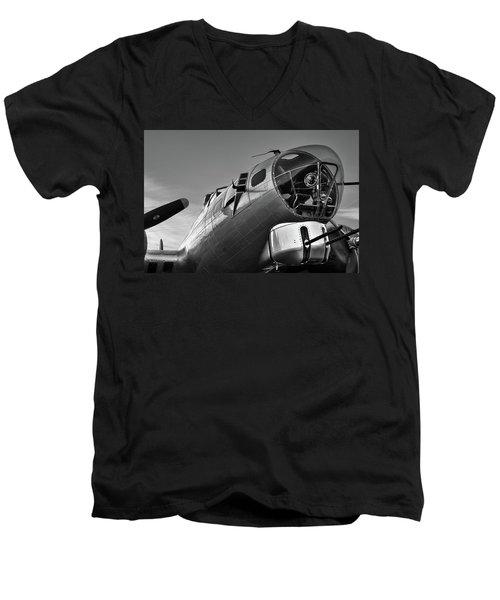 B-17 Nose Men's V-Neck T-Shirt