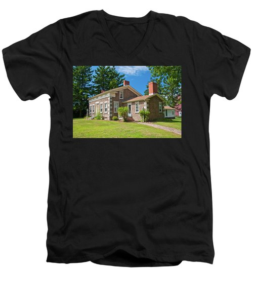 Men's V-Neck T-Shirt featuring the photograph Babcock House Museum 2250 by Guy Whiteley