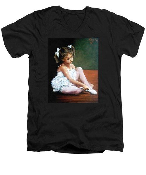 Bailarina Men's V-Neck T-Shirt