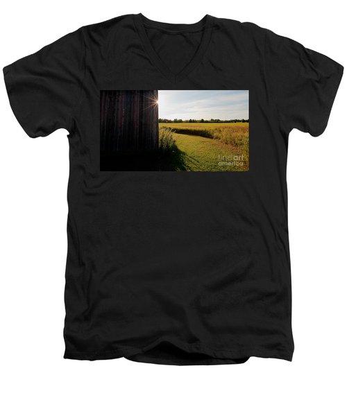 Barn Highlight Men's V-Neck T-Shirt