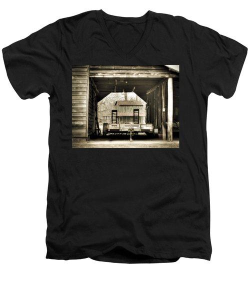 Barn Through A Barn Men's V-Neck T-Shirt