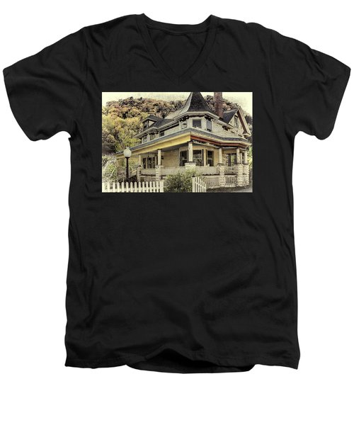 Bed And Breakfast  Of Old Men's V-Neck T-Shirt