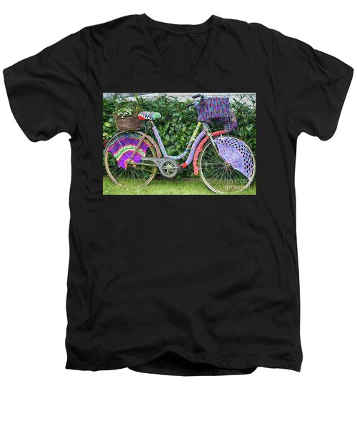 Bicycle In Knitted Sweater Men's V-Neck T-Shirt