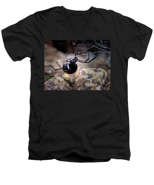 Black Widow Spider Men's V-Neck T-Shirt