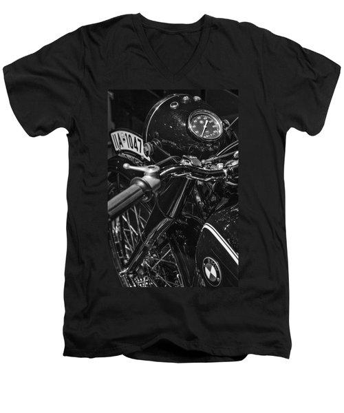 Bmw R5 Men's V-Neck T-Shirt