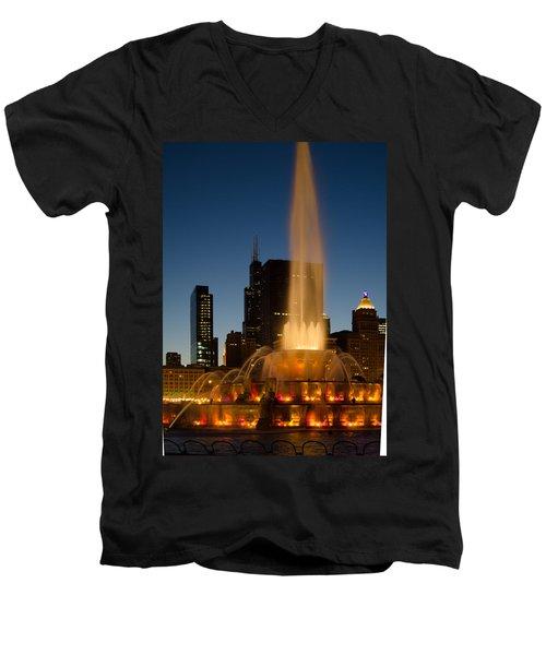 Night Time At Buckingham Fountain Men's V-Neck T-Shirt