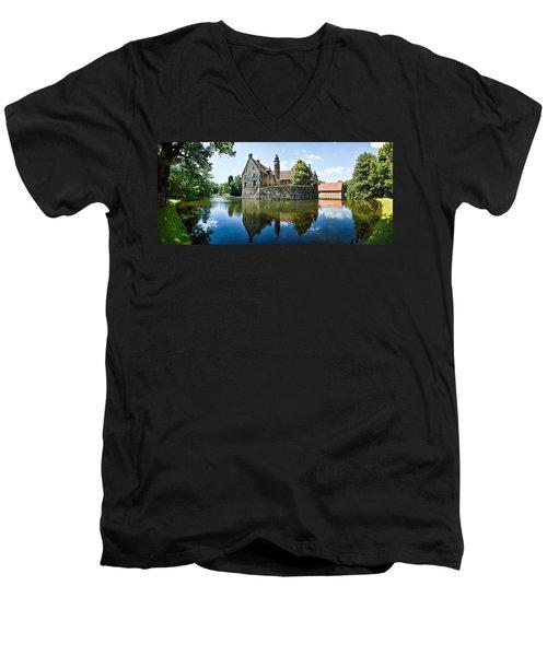 Burg Vischering Men's V-Neck T-Shirt