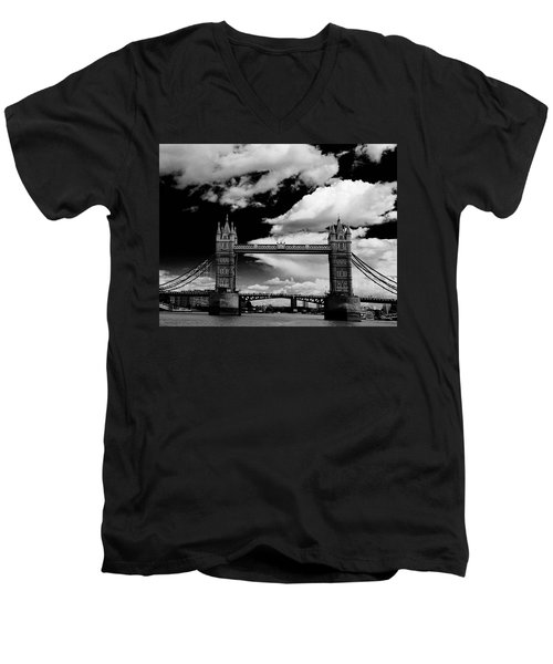Bw Series Tower Bridge Men's V-Neck T-Shirt