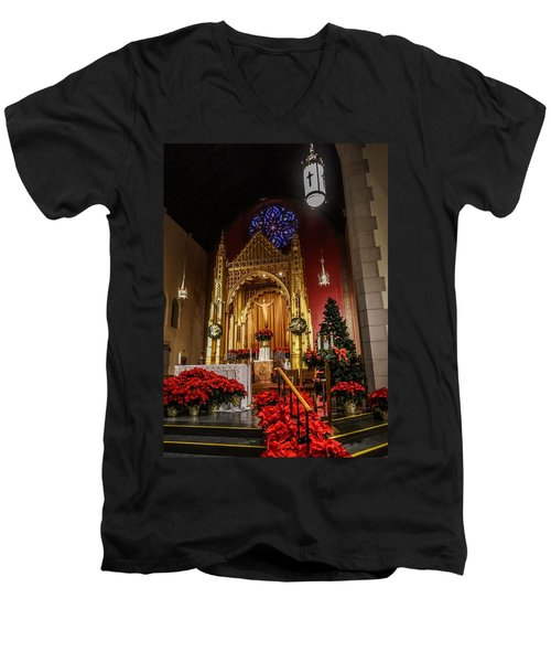 Catholic Christmas Men's V-Neck T-Shirt