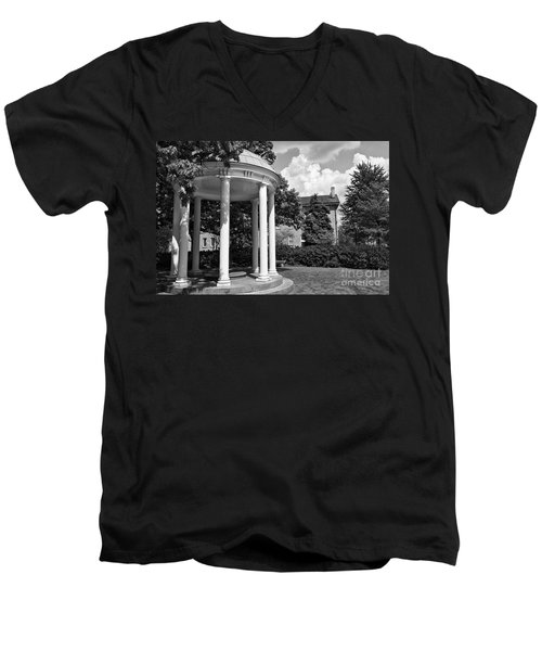 Chapel Hill Old Well In Black And White Men's V-Neck T-Shirt