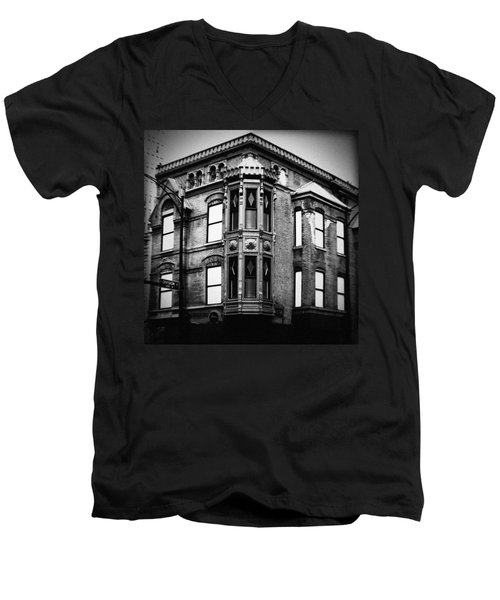 Chicago Historic Corner Men's V-Neck T-Shirt