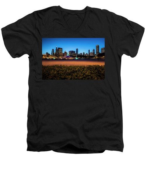 Chicago's Buckingham Fountain At Dusk  Men's V-Neck T-Shirt