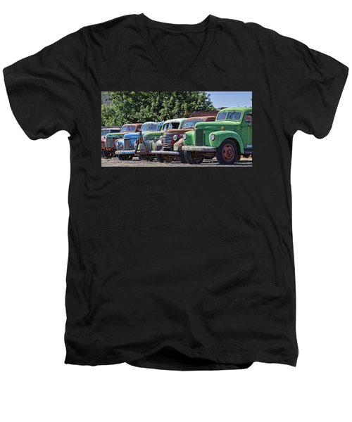 Colorful Old Rusty Cars Men's V-Neck T-Shirt