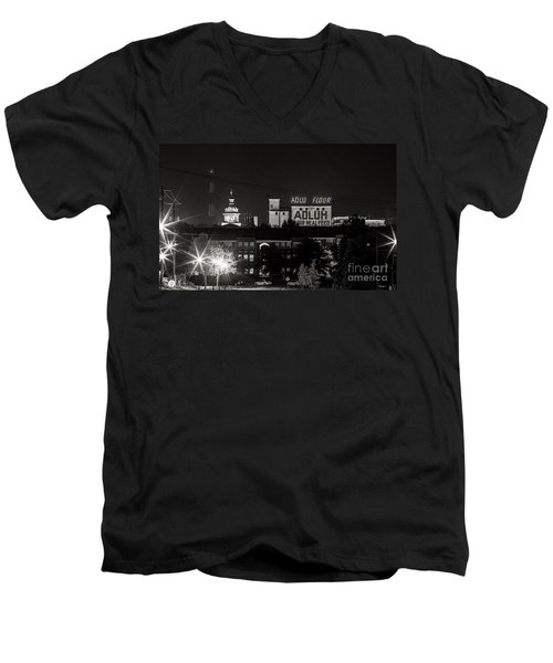 Columbia Skyline Men's V-Neck T-Shirt