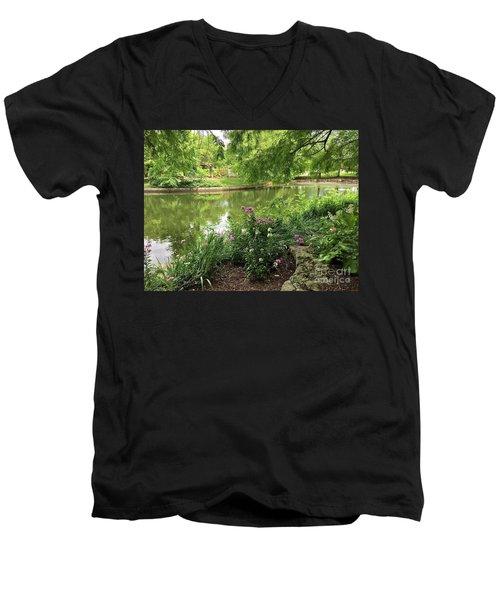 Cool And Refreshing Men's V-Neck T-Shirt