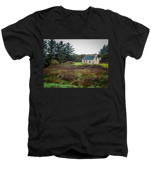 Cottage In The Irish Countryside Men's V-Neck T-Shirt