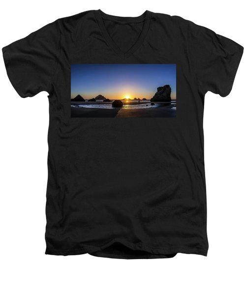 Day's End At Bandon Men's V-Neck T-Shirt
