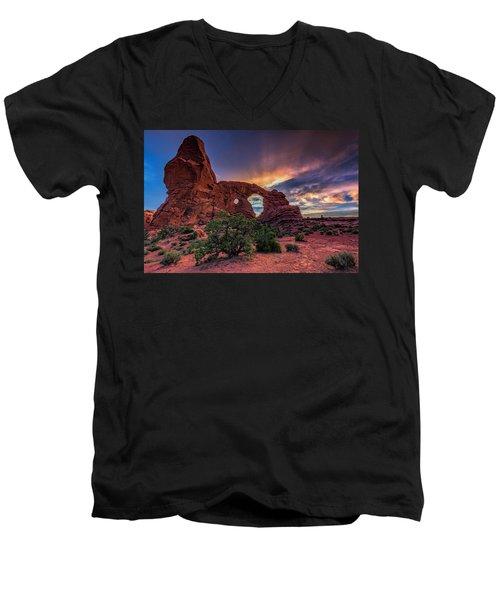 Day's End At Turret Arch Men's V-Neck T-Shirt