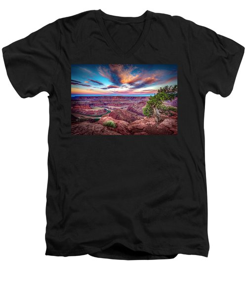 Dead Horse Point At Sunrise Men's V-Neck T-Shirt