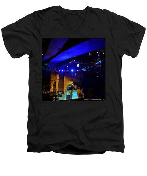 Debut Do @mirante9dejulho, Em Festa Men's V-Neck T-Shirt by Carlos Alkmin