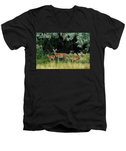 Deer Mom Men's V-Neck T-Shirt